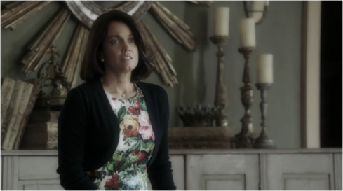 Scandal 3.07 Mellie flowers
