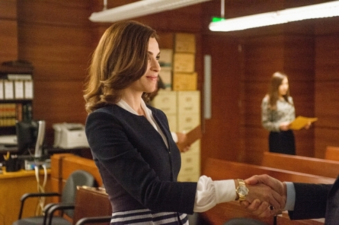 The Good Wife 6.01 Alicia handshake