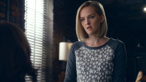 The Good Wife 6.01 Robyn star sweater