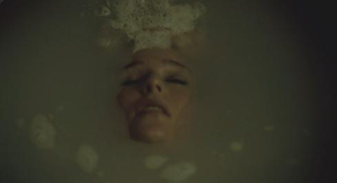 Hannibal 3.03 Bedelia bath